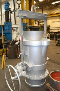 acetarc-800Kg-capacity-treatment-ladle-with-removable-loose-tundish-200x300