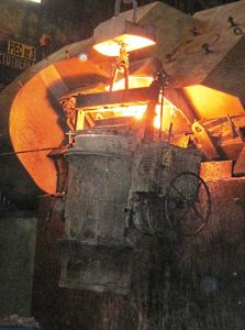 acetarc-fixed-tundish-treatment-foundry-ladle-being-filled-223x300