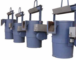 acetarc-treatment-ladles-with-motor-drive-and-back-slagging-spoutTRANSFER-CASTING-LADLES-300x238